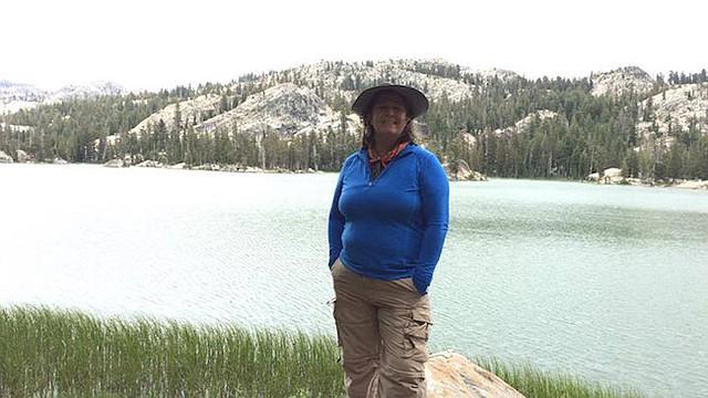 Tina Heck, de la ciudad de Nevada, California, tiene un deducible anual de $5,000 en su plan de salud a través del trabajo. Dijo que los gastos de bolsillo relacionados con su plan hacen que no busque nuevas opciones de tratamiento para su dolor de espalda.