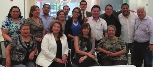 UNIDOS. La cónsul Gloria Lisette Nalvarte junto a miembros de asociaciones peruanas.