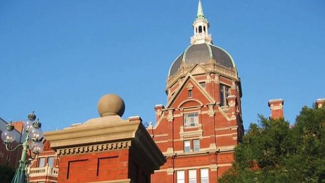 El hospital Johns Hopkins figura entre los primeros tres