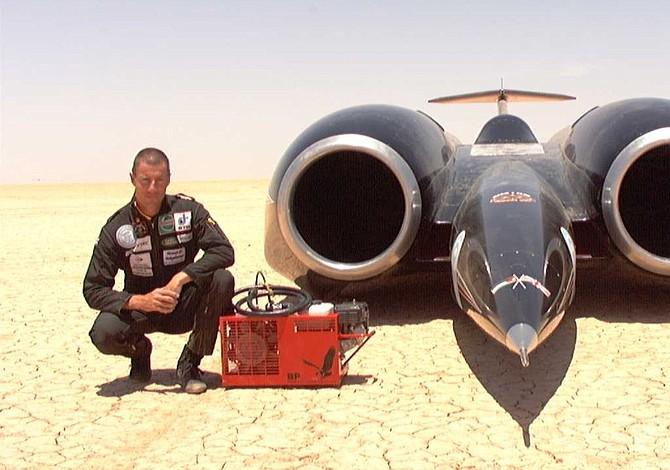 ¿Quién posee el récord oficial de velocidad terrestre?