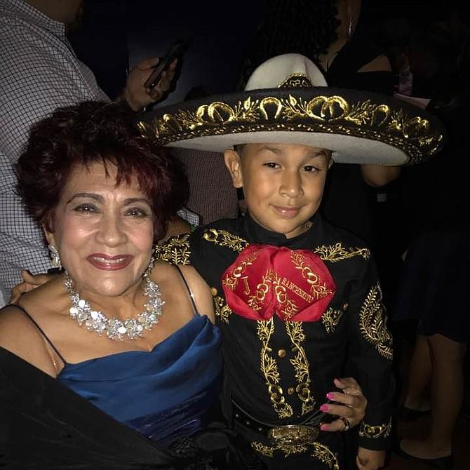 El Rancherito de Oro junto a la Gran Mariscal de la noche, Regla González
