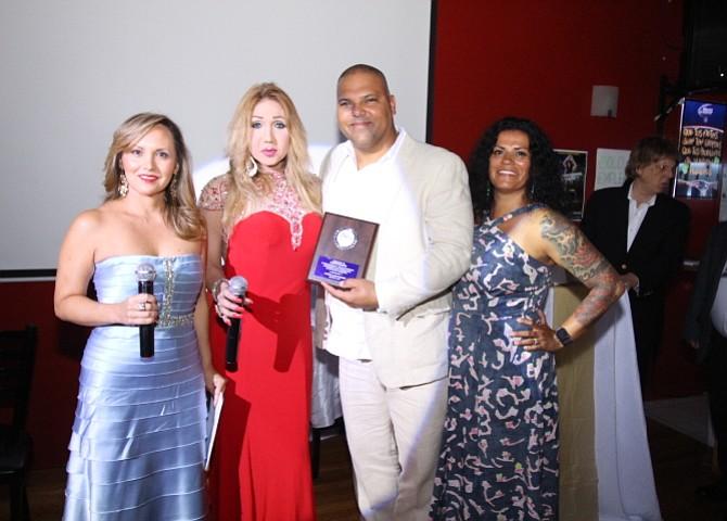 Monse Torres y Shanthell Saenz junto a David Ramos y su esposa