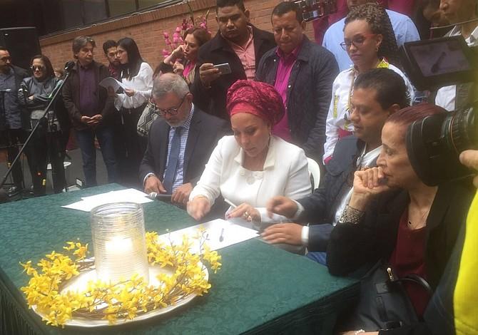 Exsenadora Piedad Córdoba inscribió candidatura para presidenciales de 2018