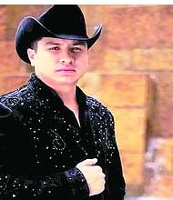 El intérprete y compositor chiapaneco Julión Alvarez. Foto-Cortesía: 24-horas.mx