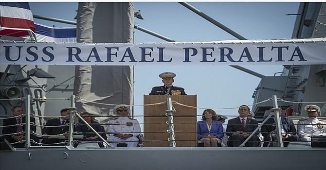 Familiares del Sargento Peralta se presentaron para la ceremonia de oficialización del barco USS Rafael Peralta./Foto cortesía :www.public.navy.mil