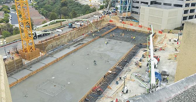 Fueron vaciadas quinientas revolvedoras de concreto hasta cubrir una superficie de 25 mil pies cuadrados. Foto: Sharp.