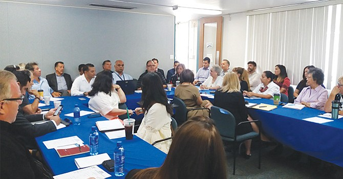 Miembros de la Cámara de Comercio de San Ysidro en reunión con autoridades de transporte y comerciantes. Foto: Michelle Salazar/El Latino San Ysidro.