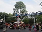 ELEVADO. El mono riel pasea a los visitantes por todo el parque.