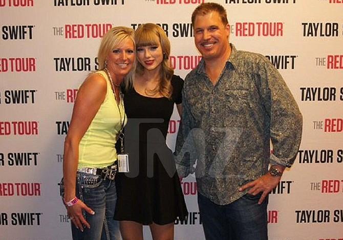 Locutor insiste en sólo tocó las costillas de Taylor Swift