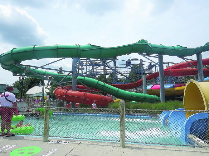 TOBOGANES.  En el parque de agua Boardwalk los hay de diferentes alturas y longitud para el disfrute de grandes y chicos.