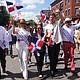 El alcalde Walsh participó en el desfile en Jamaica Plain que dio inicio al Festival Dominicano de Massachusetts