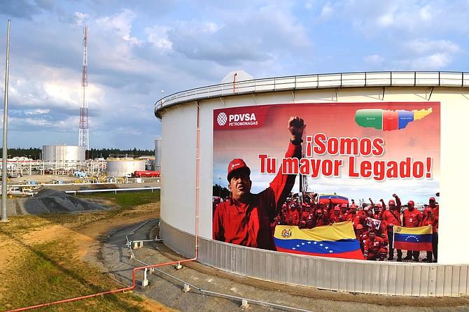 Venezuela exporta unos 700 mil barriles diarios de crudo a EEUU.