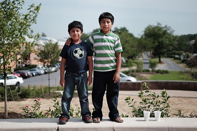 En 2014, los hermanos Humberto Vasilio y Abner Dionisio, para entonces de 9 y 11 años, respectivamente llegaron a EEUU procedentes desde Guatemala, tras una solicitud de su madre.