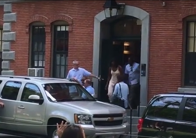 VIDEO: ¡Los Obama están en Boston!