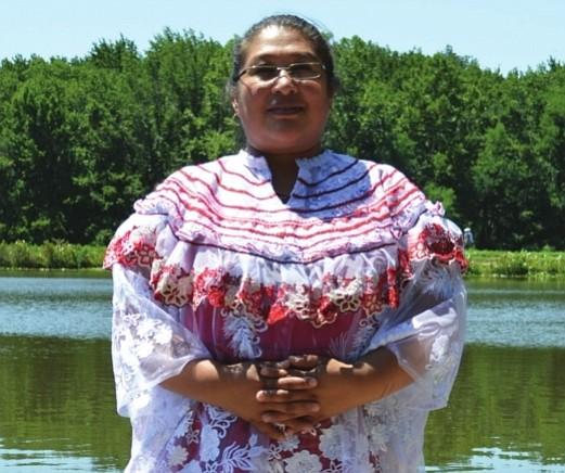 Enfermera y activista guatemalteca muestra el orgullo por sus raíces