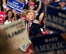 Trump volvió a sus mitines, en Arizona