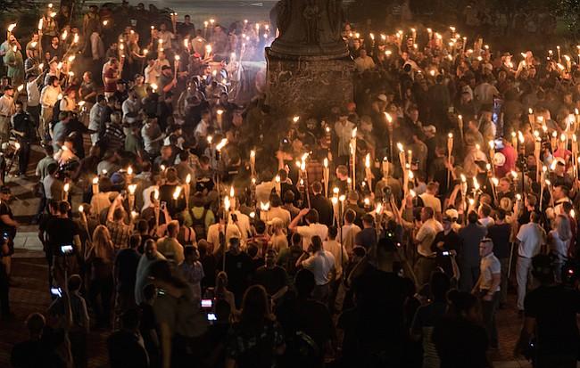 Los votantes de Virginia están divididos en cuanto a la culpa de la violencia de Charlottesville y quieren que las estatuas de Confederados se mantenga.
