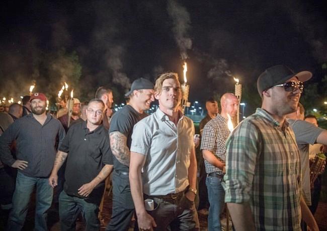 Los Neo-Nazis están usando la moda en un intento de normalizarse, y la industria de la moda debe pronunciarse