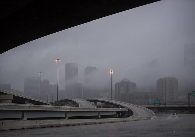 Para los inmigrantes indocumentados de Houston, la tormenta Harvey es sólo el último desafío