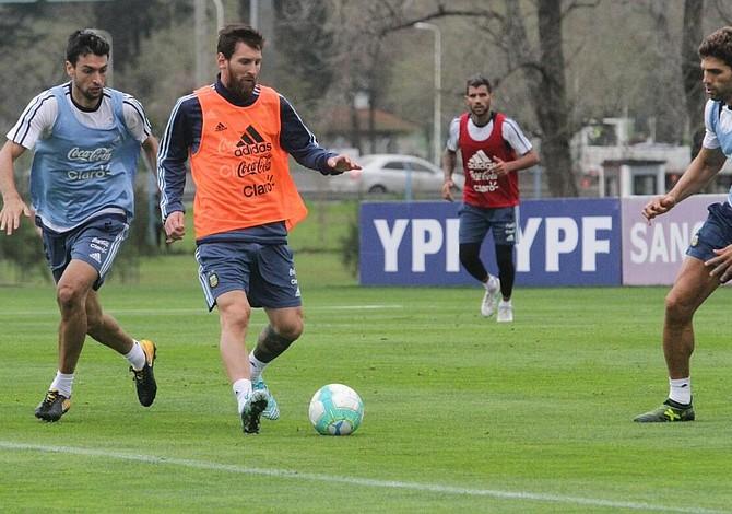 Argentina espera brillante actuación de Messi frente a Uruguay para seguir con aspiraciones al mundial