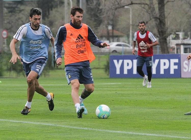 Messi, Icardi y Dybala como posibles titulares para Argentina