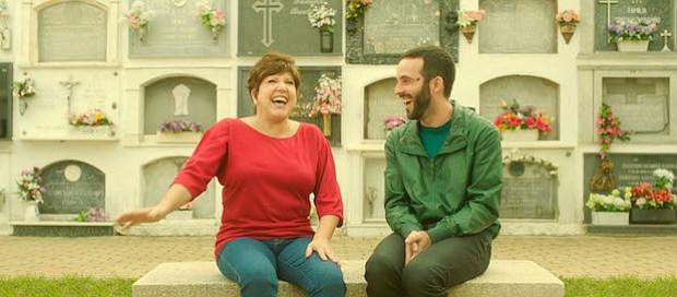"""ESPAÑA. En el corto """"The Whole World"""" (El Mundo Entero) dirigido por Julián Quintanilla, el protagonista visita a su madre muerta en un cementerio, como lo hace todos los años, y ella se aparece para hacerle un pedido que lo sorprenderá."""