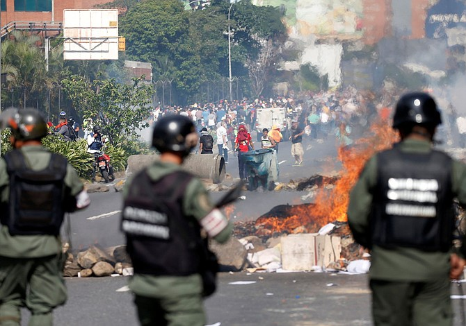 """ONU cree que la democracia en Venezuela """"está apenas viva"""""""