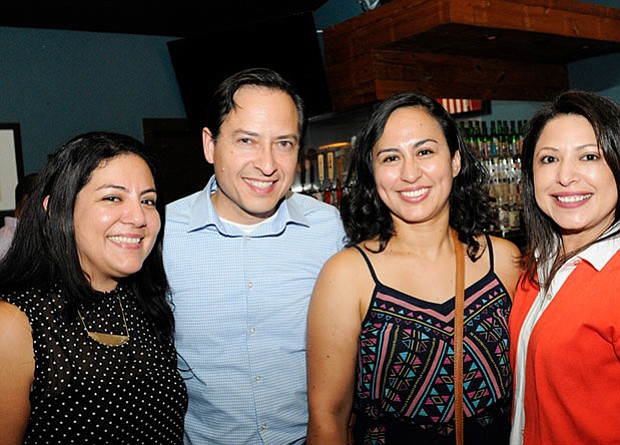 De izquierda a derecha: Angela Salas (Vice-Chair, ALSC), Rene Lara, Cynthia Corral, State Representative Mary Ann Pérez