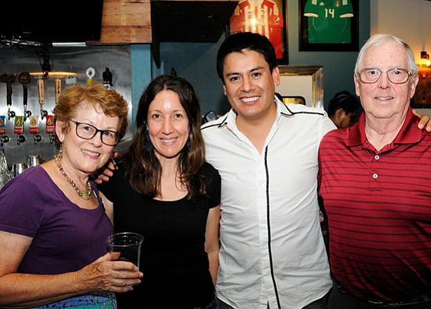 De izquierda a derecha: Anita Knight, Francesca Varda, Edwin Vergara Pinto, Don Knight