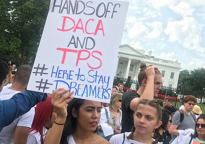 Si el presidente Trump no negocia DACA, algunos demócratas amenazan con cerrar el gobierno