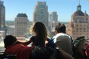 Jasmine Winning, centro, viajó a Sacramento, California, este verano con su madre y sus dos hermanos para pedirle a los legisladores que se aseguren de que Jasmine pueda tener su cirugía el año próximo.