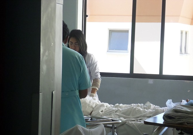 Conmueve en Bolivia una niña de 14 años con siete kilos de peso