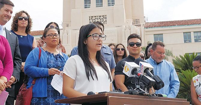 La promotora de DACA en el condado de San Diego, Itzel Guillén. Fotos de Manuel Ocaño