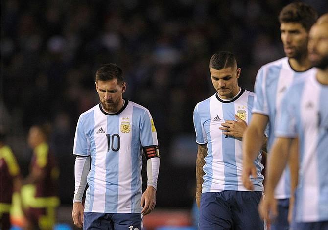 """Asprilla: Messi juega con """"burros"""" en la selección argentina"""