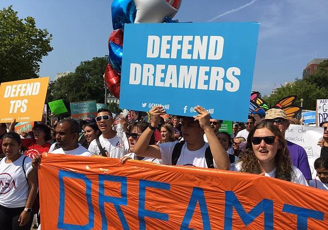 """Estadounidenses apoyan fuertemente a los """"soñadores"""" según encuesta"""