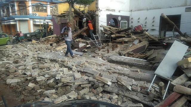 JUCHITÁN. Vista general de los daños tras el fuerte sismo de magnitud ocho en la escala abierta de Richter que sacudió anoche a México.