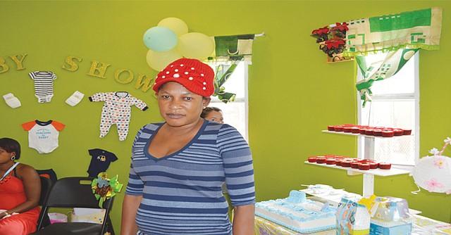 La madre haitiana Marie Marilene Allenor aún se recupera de las quemaduras que sufrió y el dolor que le causa la muerte de su esposo, debido al incendio de la casa donde vivían. Foto: Horacio Rentería/El Latino San Diego