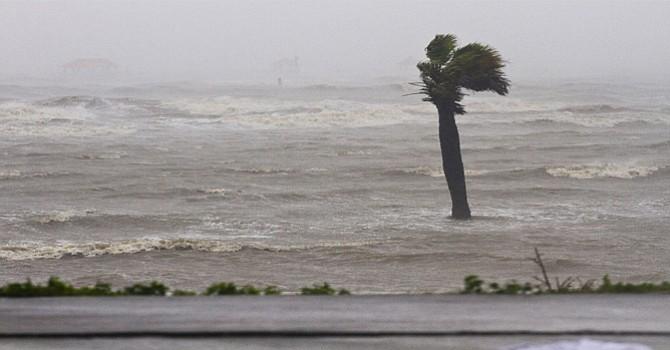 El huracán José se fortaleció hoy a categoría 4, después de que sus vientos alcanzaran los 240 kilómetros por hora en aguas del Atlántico y mientras se dirige a las Antillas Menores, informó hoy el Centro Nacional de Huracanes (NHC).(EFE/USA).