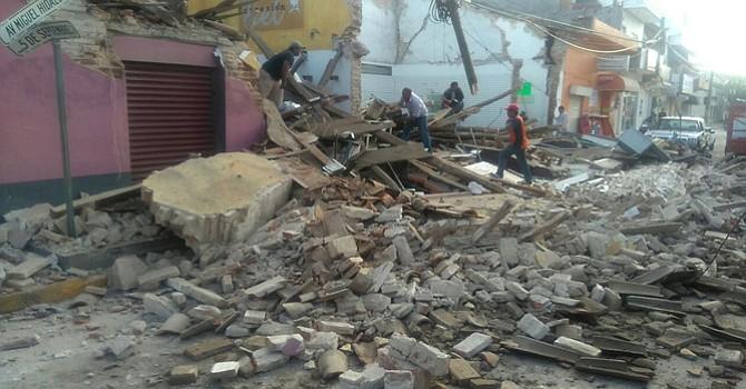 México, 8 sep (EFE).- Al menos 61 muertos, más de 250 heridos y 159 municipios con declaratoria de emergencia es el saldo preliminar del terremoto que la noche del jueves sacudió México y una parte de Centroamérica, el de mayor magnitud sufrido por este país desde 1932.