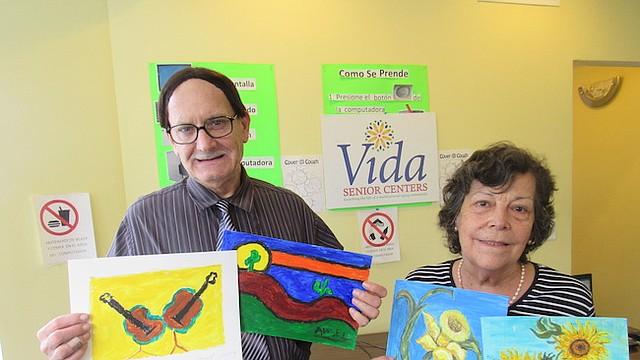 ARTISTAS. Ángel Jiménez, de Puerto Rico e Isabel Hewstone, de Chile, muestran las obras que van a exponer.