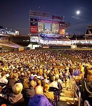 GIGANTE. Esta fiesta familiar incluye transmisión en vivo en pantalla gigante de la ópera Aida desde el Kennedy Center Opera House.
