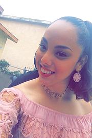 Paulina Ruiz, quien tiene parálisis cerebral, dijo que perder su estatus migratorio implicaría perder su seguro de salud y el acceso a doctores. Ruiz tiene Medi-Cal, que cubre los costos de su atención de salud.