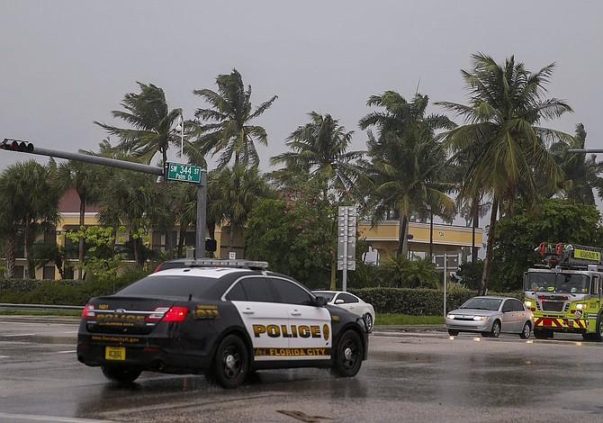 El condado de Miami-Dade levanta el toque de queda por Irma