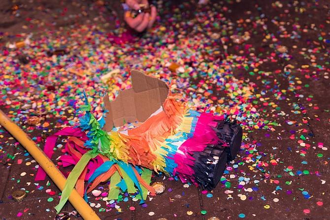 Inicialmente, la celebración fue estipulada para festejarse por una semana, tiempo que se extendió a un mes en  1988