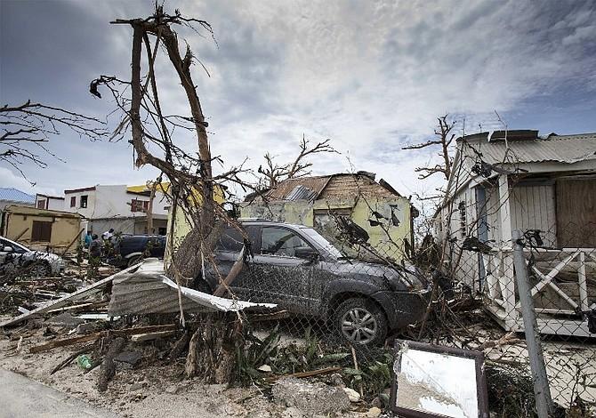 Sint Maarten, a oscuras, sin agua y sin ley tras el paso del huracán Irma