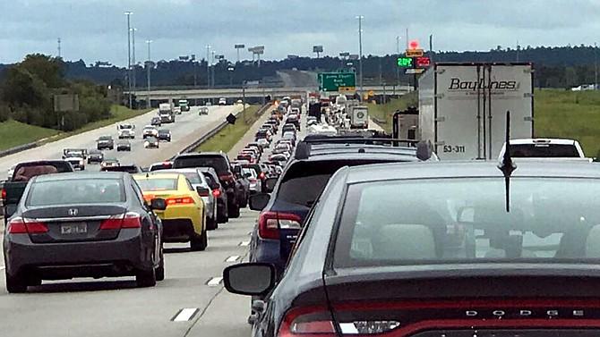 Mucho tráfico y falta de gasolina esperan a quienes quieren volver ya al sur de Florida
