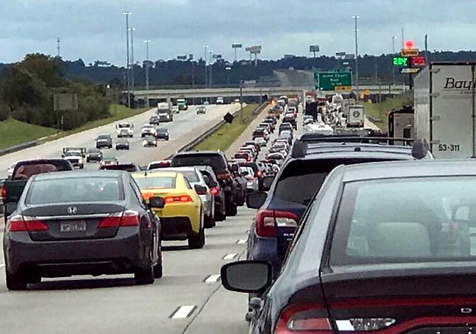 Afectados por Irma regresan a Florida con falta de gasolina