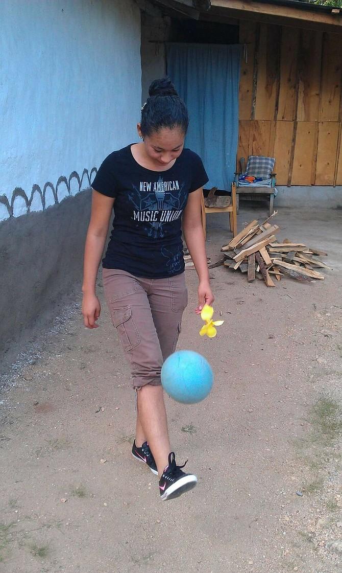 Larissa mostró habilidades para el fútbol desde su adolescencia en Honduras.