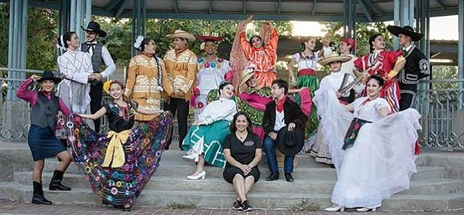 'Diez y Seis' en el Fiesta Gardens
