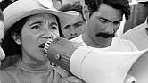 Dolores Huerta, organizando marchas el segundo día de March Coachella en 1969.
